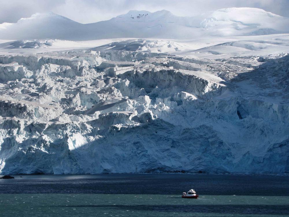point-wild-james-caird-vi-survey-motor-boat