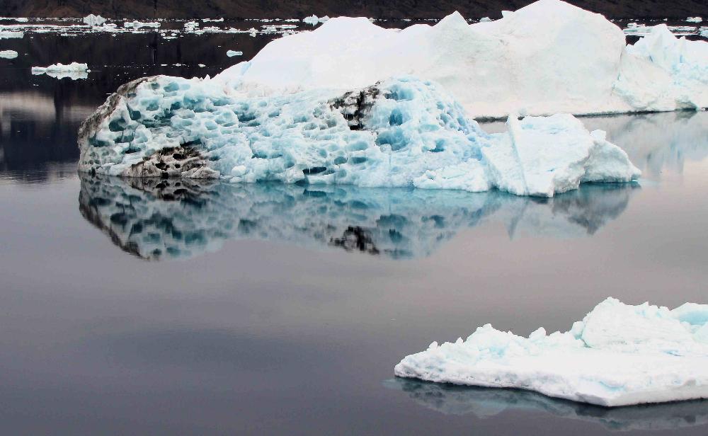 prince-gustav-channel-iceberg